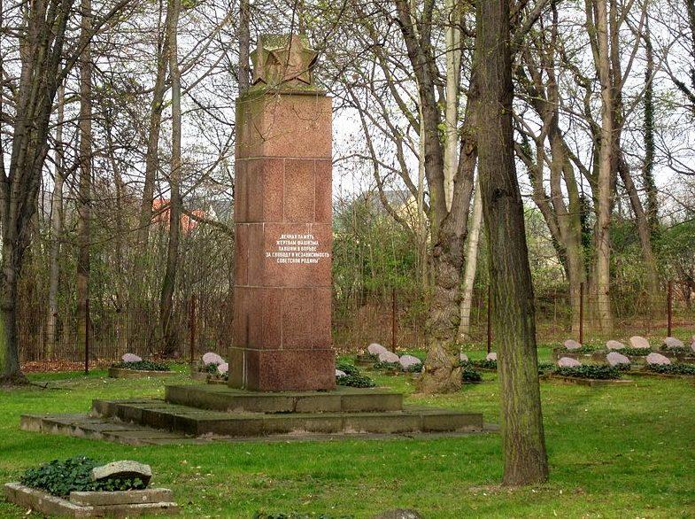 г. Вайсенфельс на Клеммберге. Памятник на советском военном кладбище.