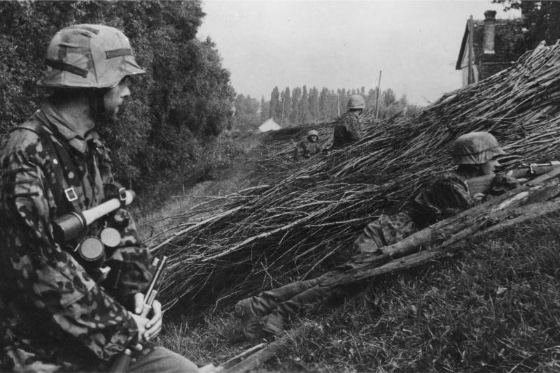 Солдаты дивизии во время подавления Словацкого национального восстания. Октябрь 1944 г.