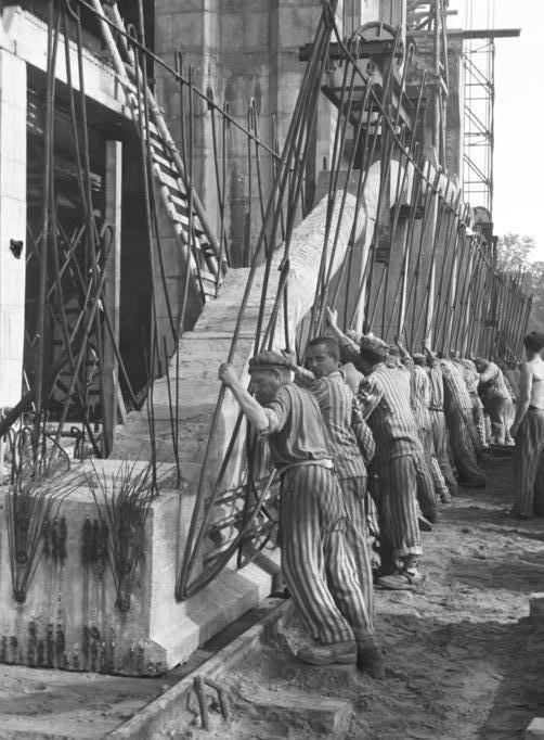 Использование заключенных на строительстве бункеров.