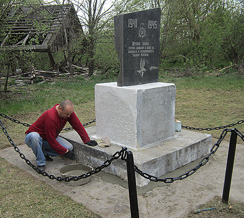 д. Грушное. Брагинского р-на. Памятник воинам, погибшим в годы войны.