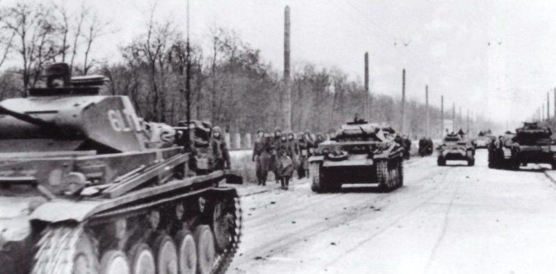 Немецкие танки на пр. Сельмаш во время первой оккупации. Ноябрь 1941 г.