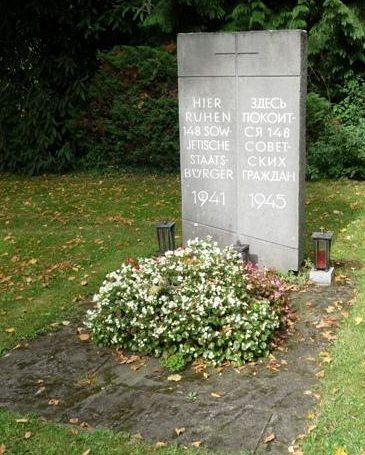 г. Аахен. Памятник, установленный на братской могиле, в которой похоронено 148 советских военнопленных и подневольных работников.