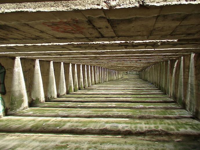 Перекрытие бункеров снизу и сверху.