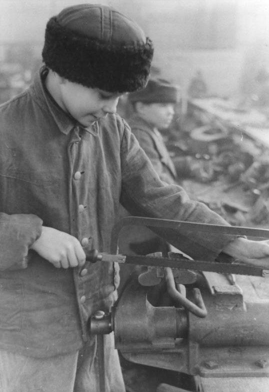 14-летний украинец-остарбайтер. 1941 г.