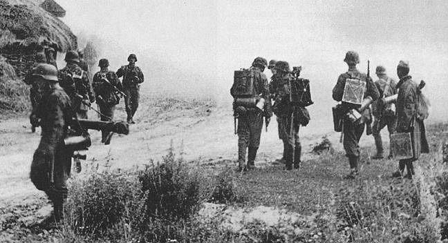 Солдаты дивизии во время обучения. Август 1944 г.