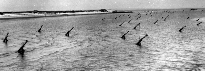Установленные «Hemmbalken» во время прилива.