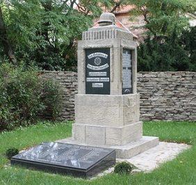 Коммуна Ветау. Памятник землякам, погибшим в годы обеих мировых войн.