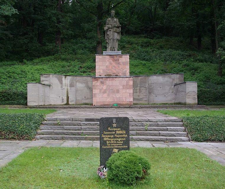 г. Бад-Фрайенвальде. Памятник, установленный на братских могилах, в которых похоронено 1 843 советских военнопленных.