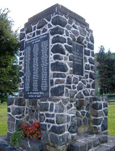 п. Виппра. Памятник землякам, погибшим в годы обеих мировых войн.