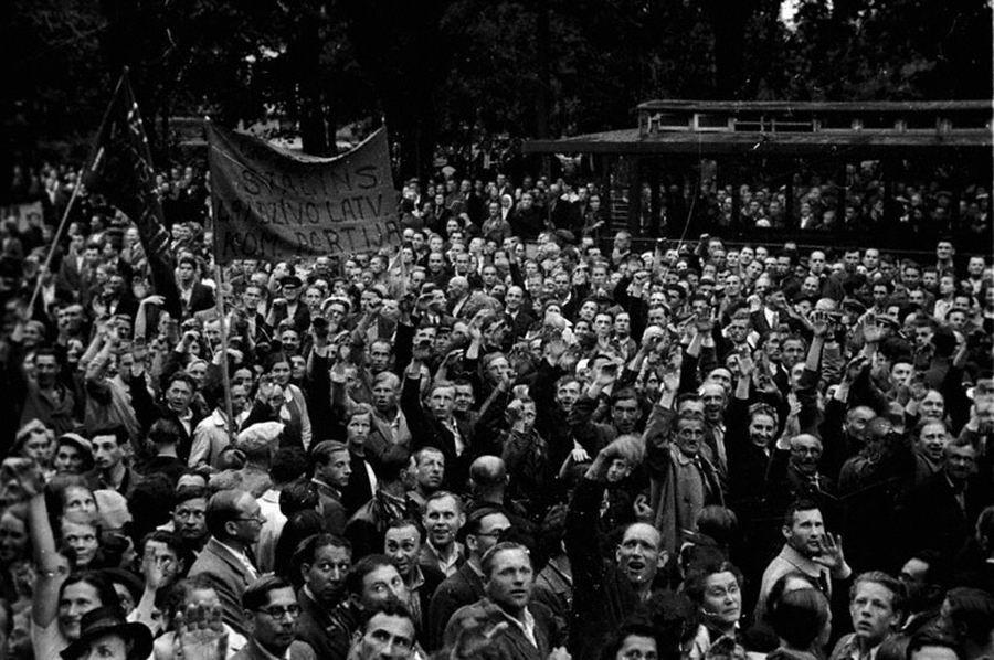 Демонстрация трудящихся, посвященная предстоящим выборам в Латвийский народный сейм. Июль 1940