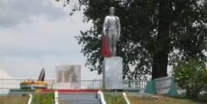 д. Малая Берестовица Берестовицкого р-на. Памятник землякам, погибшим в годы войны.