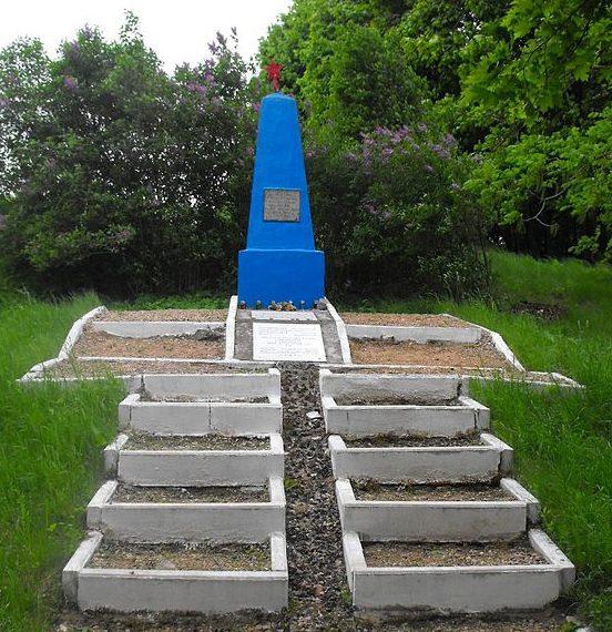 п. Мир Кореличского р-на. Памятник на месте гибели евреев поселка в годы войны.