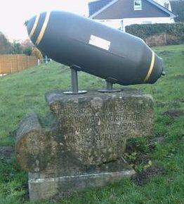 Коммуна Альтенбекен. Мемориал жертвам бомбардировок в ноябре 1944 и феврале 1945 года.