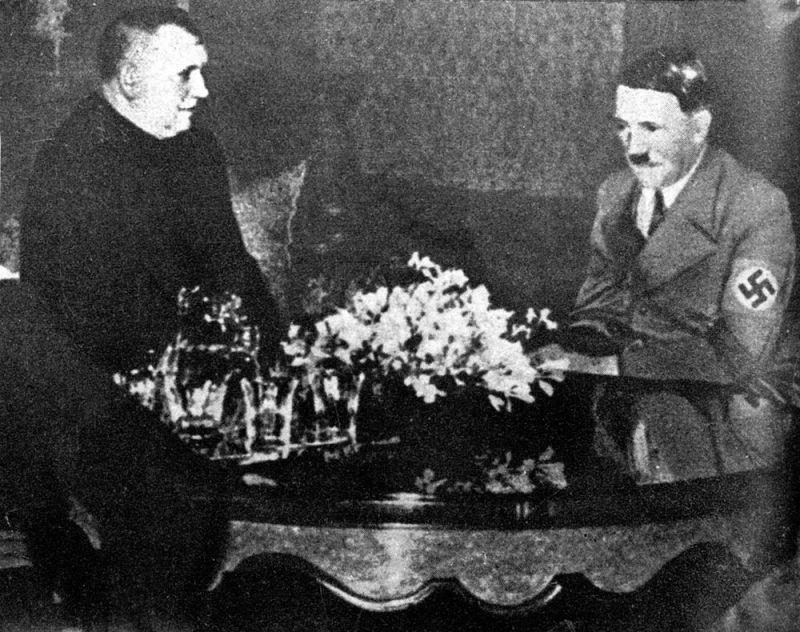 Президент Словацкой Республики Йозеф Тисо и Гитлер. Июль 1940 г.