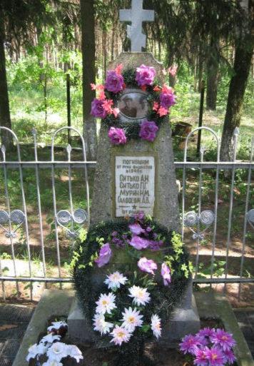 д. Могиляны Берестовицкого р-на. Братская могила на кладбище, где похоронено 4 подпольщика.