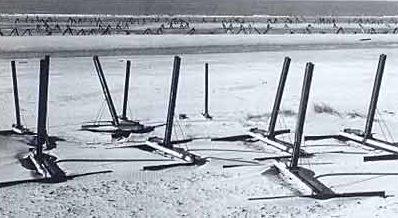 Различные типы противодесантных мин «Nussknackermine» перед установкой.