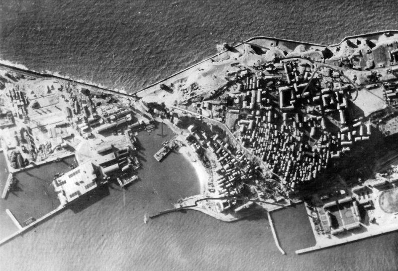 Аэрофотосъемка бункера «Nordsee-III» (в левом нижнем углу).