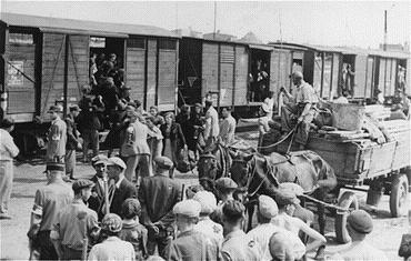 Отправка евреев в концлагеря. 1942 г.