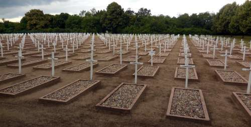 Могилы погибших.