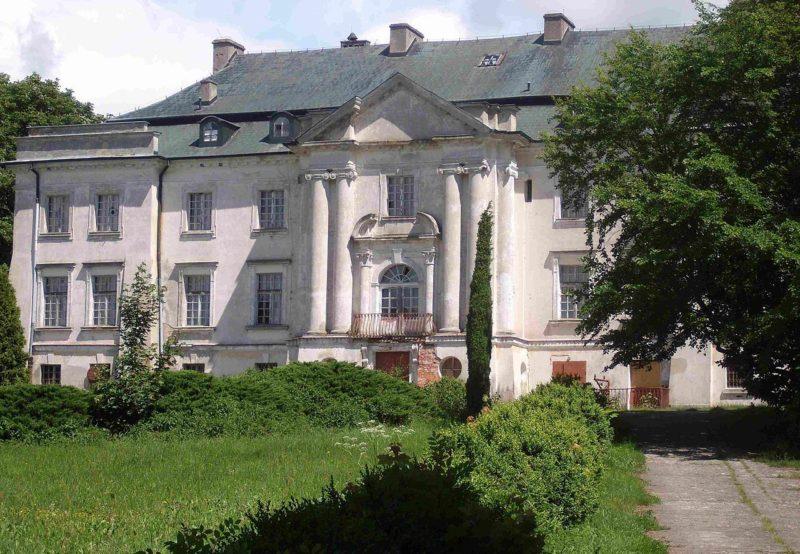 Дворец в г. Вальбуш, на территории которого был лагерь батальона «Дальвитц».