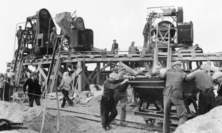 Бетонный узел на строительстве в Нормандии. 1942 г.