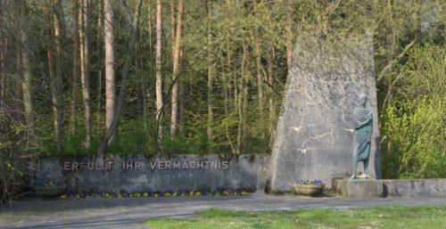 г. Гентин. Памятник на месте трудового лагеря «Сильва», в котором содержалось 2 тысячи невольников.