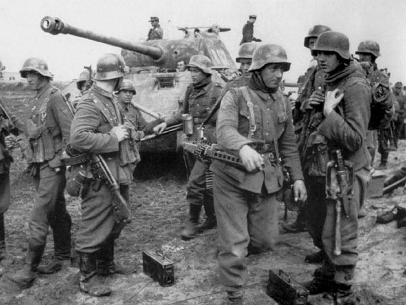 Солдаты дивизии под Ковелем на Украине. Март 1944 г.