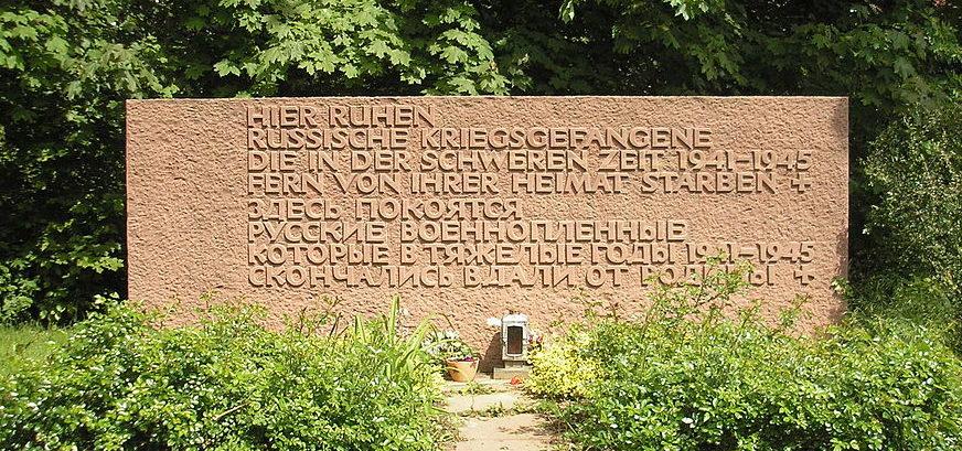 г. Клейн-Циммерн. Памятник, установленный на братской могиле, в которой захоронено 435 советских военнопленных.