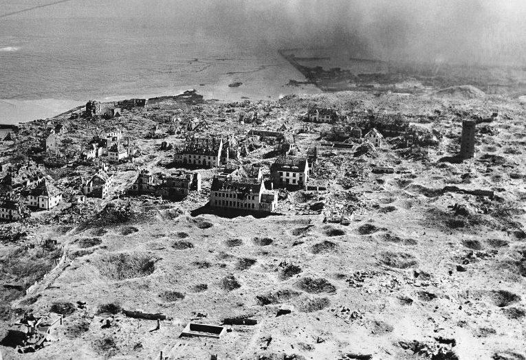 Остров Гельголанд после бомбардировки.