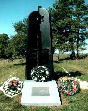 д. Яблоновщина Кореличского р-на. Памятник на месте гибели 750 мирных жителей поселка Мир, расстрелянных в июне 1943 года немецко-фашистскими захватчиками.