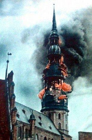 Горит церковь Святого Петра. 29 июня 1941 г.