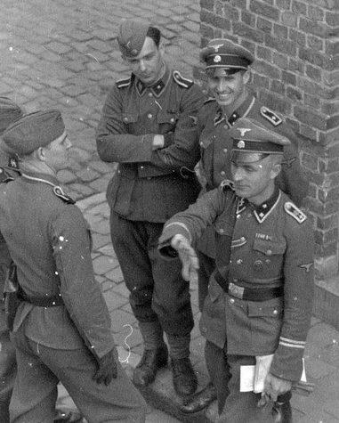 Солдаты и офицеры дивизии.
