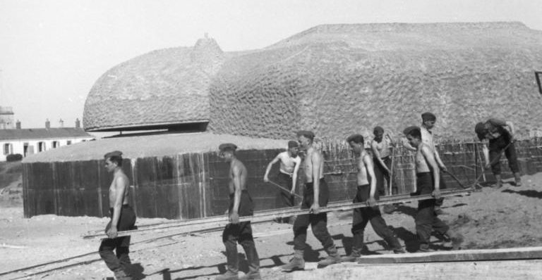 Строительство бункера в Пиренеях. 1942 г.