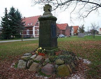 д. Гольтевиц. Памятник землякам, погибшим в годы обеих мировых войн.