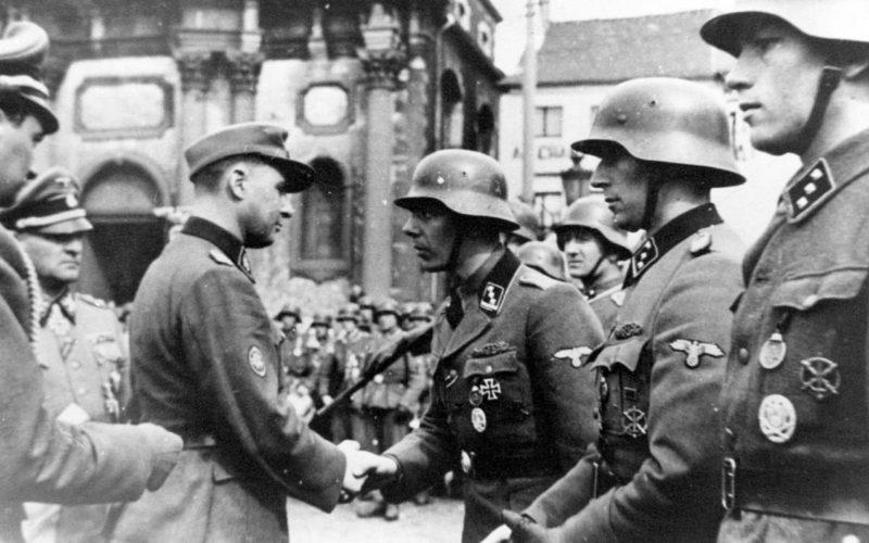 Награждение солдат дивизии.