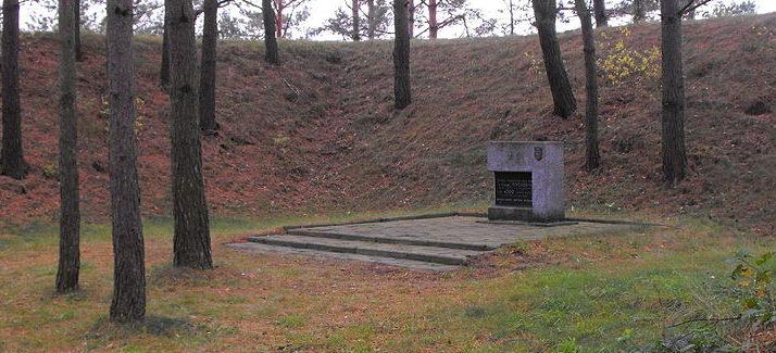 г. Волковыск. Мемориальные знаки в урочище «Пороховня», установленные в 2012 году в память погибших евреев Волковысского района.
