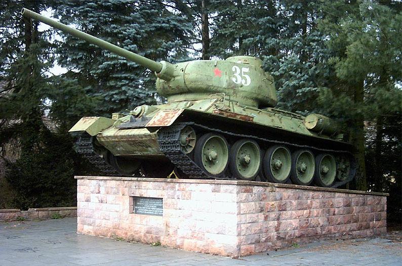 г. Бранденбург-на-Гавеле. Памятник советским воинам, освободившим тюрьму с политическими заключенными.