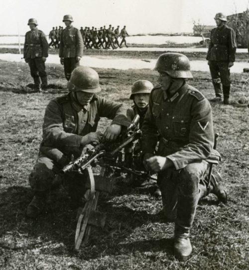 Солдаты дивизии на учениях. Октябрь 1941 г.