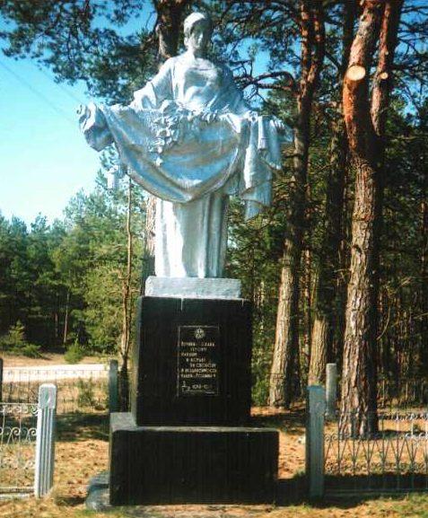 г. Берёзовка Лидского р-на. Памятник, установленный на братской могиле, в которой похоронено 200 советских воинов.