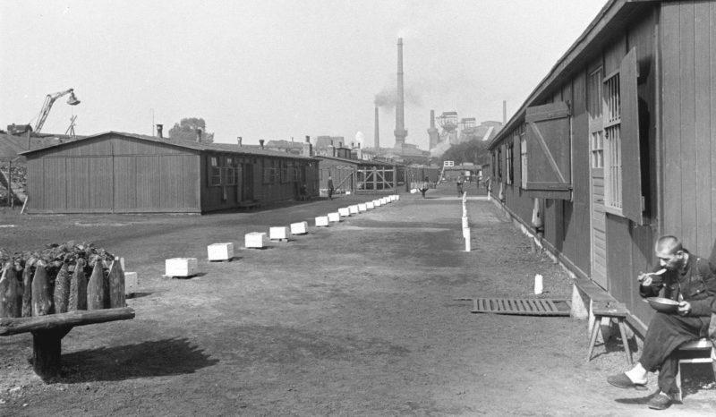 Лагерь для советских остарбайтеров, работающих на шахте Эмшер-Липпе в городе Даттельн. 1942 г.