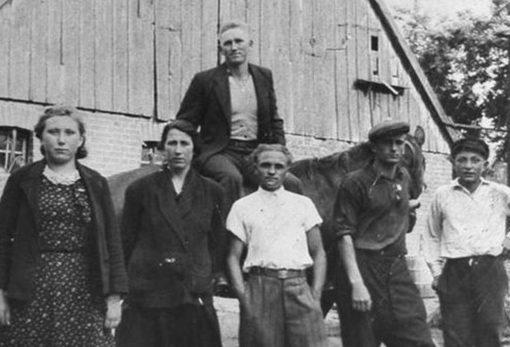 Подневольные работники немца-фермера.