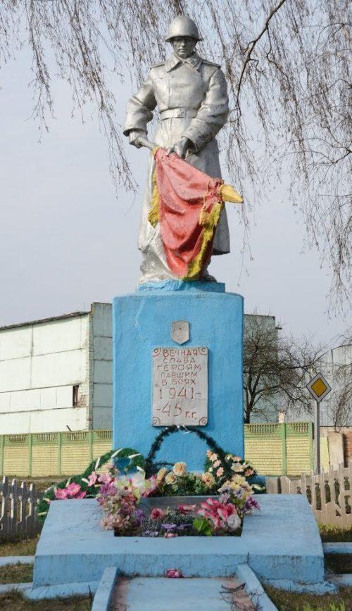 п. Октябрь Буда-Кошелевского р-на. Памятник погибшим солдатам в годы войны.