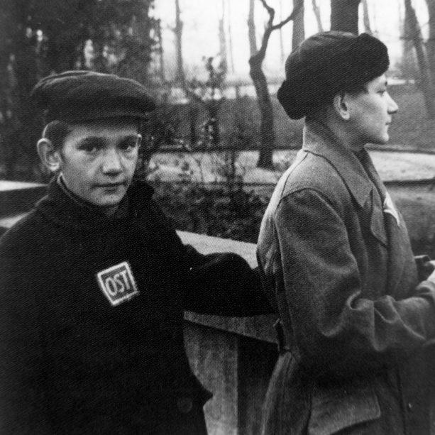 Юные подневольные рабочие из СССР.