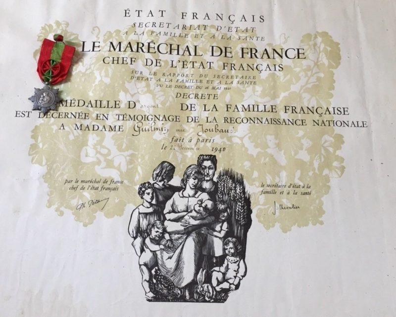 Свидетельство о награждении серебряной медалью Французской семьи.