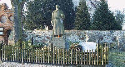 д. Дален. Памятник землякам, погибшим в годы обеих мировых войн.