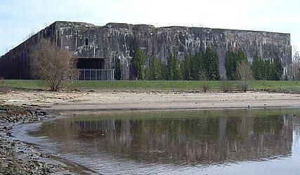 Вид бункера с реки Везер.