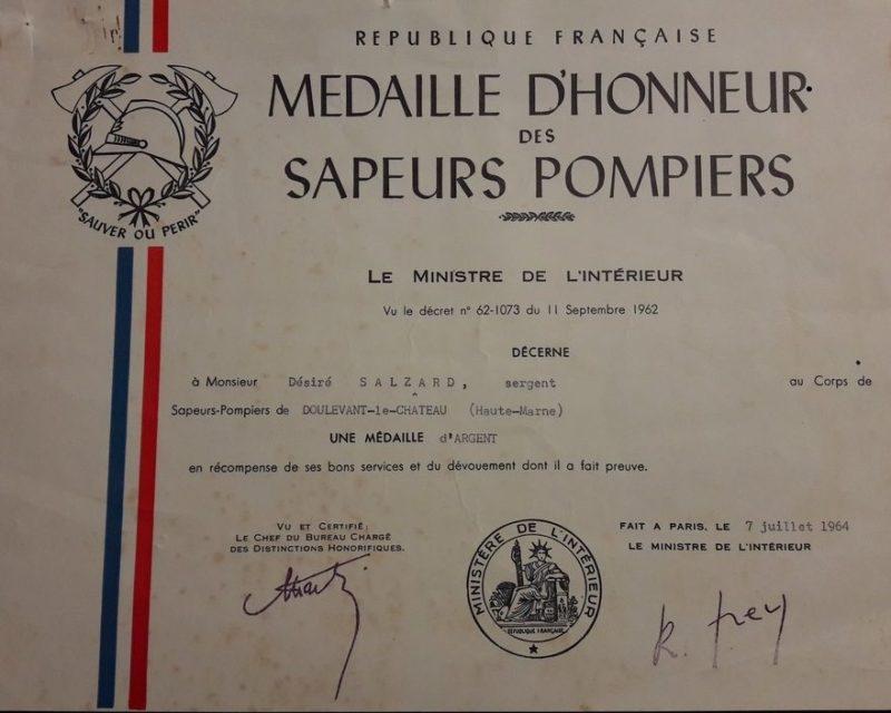Свидетельство о награждении серебряной почетной медалью пожарных.