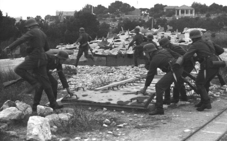 Камуфляж батареи. 1942 г.