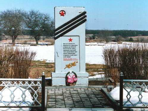 д. Красновцы Лидского р-на. Памятник советским воинам, погибшим на войне.