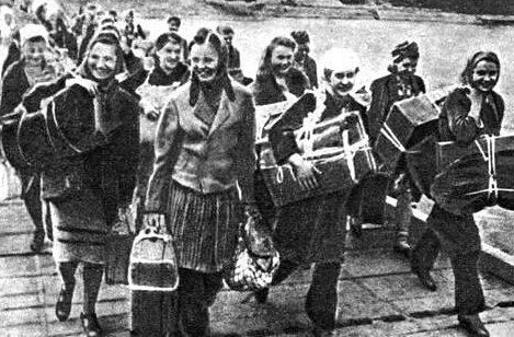 Возвращение украинок домой. 1947 год.